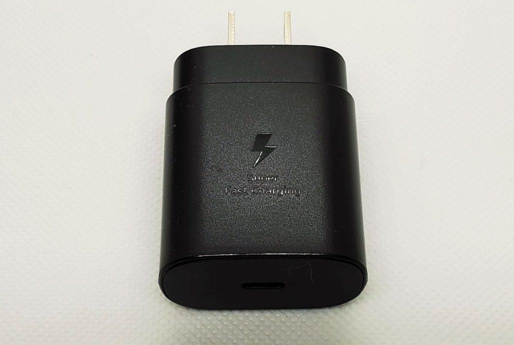 ACアダプタは25W急速充電対応