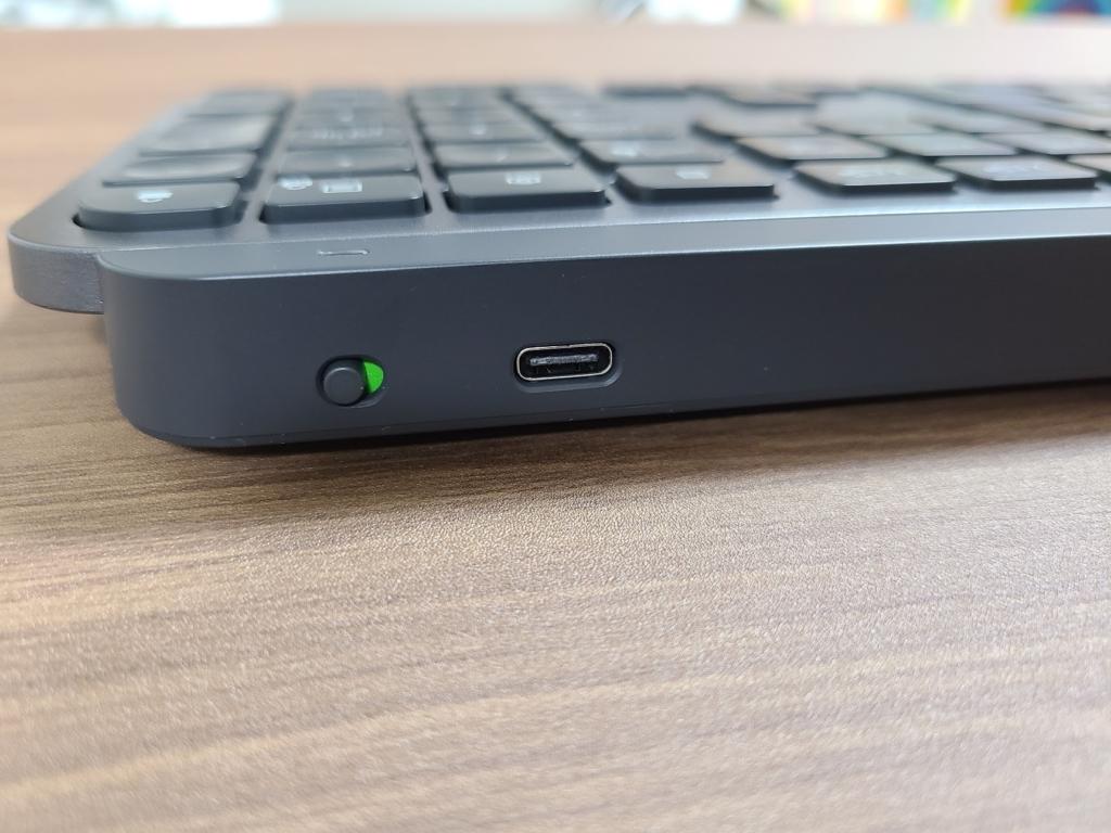 USB-Cポートによる充電が可能