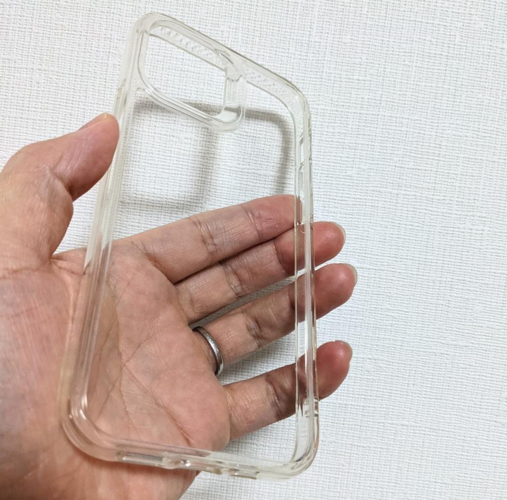背面は透明度の高い強化ガラス