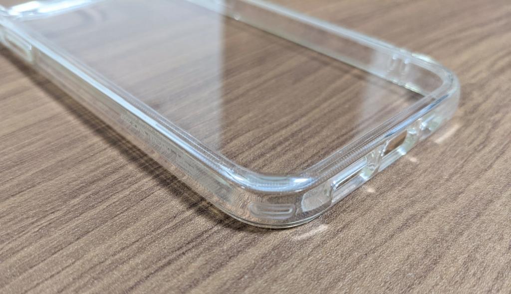 TPU素材のバンパーでiPhoneをしっかり保護
