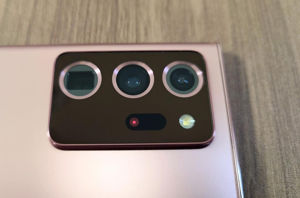 トリプルレンズカメラ