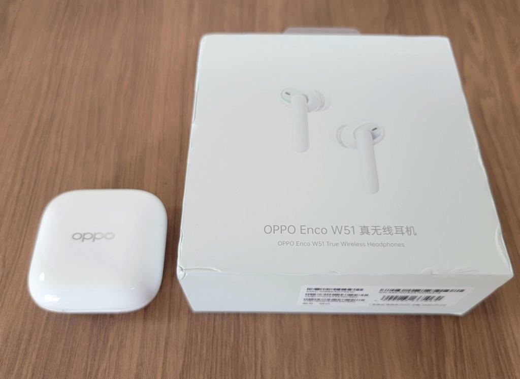 白基調のシンプルな化粧箱